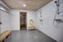Taloyhtiön kylpyhuone