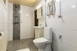 Juuri valmistunut uusi kylpyhuone