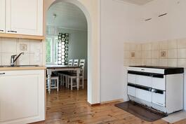 keittiössä puuhella