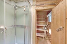 Saunarakennuksen sauna- ja kylpyhuone