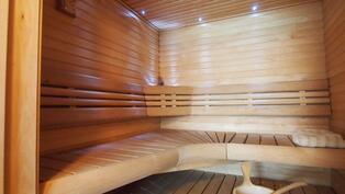 Sauna v.2008 uusitut lauteet, kiuas ja lasiovi