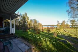 Näkymät talon pihalta / Utsikt från gård