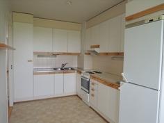 keittiön kaapistot ja koneet