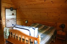 1. puolen isompi makuuhuone parvella