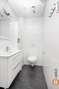 Talossa on 3 tyylikästä wc:tä