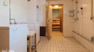 Alakerran pesutilat ja sauna