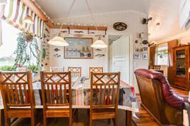 Keittiö + ruokailutila / kök + matplats