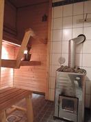 Sauna puulämmitteisellä kiukaalla