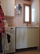 Kodinhoitotila kylpyhuoneen yhteydessä