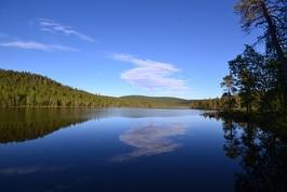 Rovajärvi, Otsamotunturi taustalla