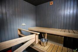 Valoisa ja siisti sauna kutsuu rentoutumaan!
