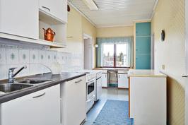 pääosin uusittu keittiö