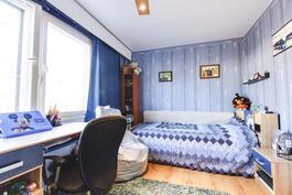 yläkerran makuuhuone pohjoiseen