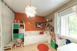 Lastenhuone.