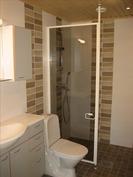 Pesuhuone ja wc yhdistettynä