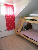 Yläkerran lastenhuone/ mh