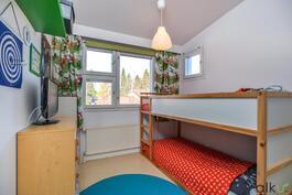 Kolmas makuuhuone käy myös makuuhuoneen sijaan työhuoneena.
