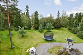 2.841 m²:n valoisa tontti rajoittuen metsään
