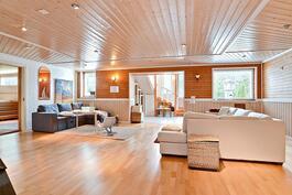 yli 75  m²:n takkahuone/olekelutila 1. kerroksessa