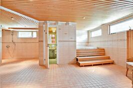 suuri n. 50 m²:n kylpyläosasto