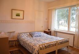 Asuinkerroksen makuuhuone