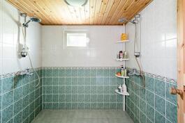 saunan pesuhuone kellarikerroksessa