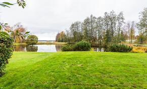 Nyt tarjolla upeaa järvimaisemaa ja asuinympäristö, jossa viihdyt varmasti.