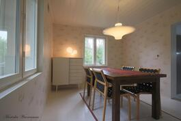 Ruokahuone/makuuhuone ( alakerta)