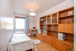 Toinenkin makuuhuone on hyvän kokoinen