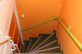 Tiukat portaat kellaritiloihin