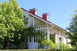 Talo on katseilta suojassa Kotikadulta