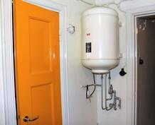 Varasto portaan alla ja lämminvesivaraaja