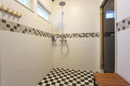 Saunarakennuksen kylphyhuone