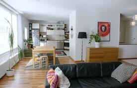 Omalla sisäänkäynnillä 125 m2 saunallinen v. 2006 tehty asuinhuoneisto Porin kauppatorin kupeessa!