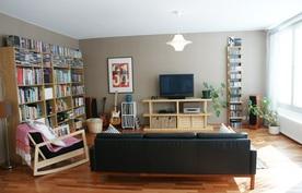 ... näyttävään olohuoneeseen ja huoneistossa on myös laatoitettu kodinhoitohuone!