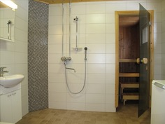 2009 remontoitu kylpyhuone ja sauna
