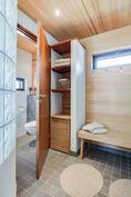 saunaosaston pukuhuone ja erillinen wc