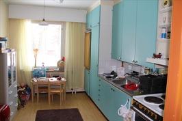 Asuinhuoneiston keittiö
