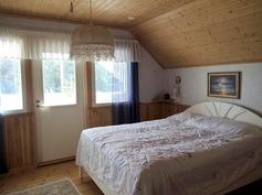 makuuhuone (yläkerta)