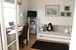 Toinen makuuhuone, josta saa oivallisen työhuoneen!