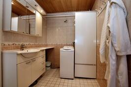 Kodinhoitohuone/kylpyhuone
