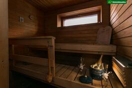 Oma ikkunallinen sauna