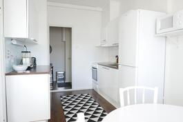 2010 remontoitu sievä keittiö / 2010 renoverad snyggt kök