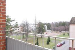 Näkymä vieressä olevaan puistoon / Utsikt till parken bredvid