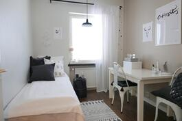 Pienempi makuuhuone / Mindre sovrum