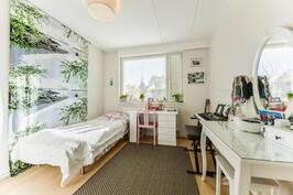 Makuuhuone isommasa asunnossa