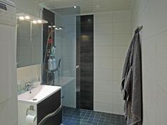 Kylpyhuone uusittiin täysin 2015