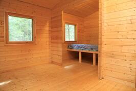 Tässä toisessa aittarakennuksessa on tilaa jaettu kevyellä väliseinällä.