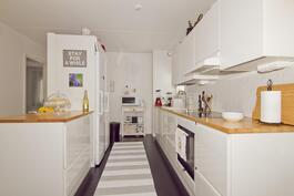 Uusittu Puustelli-keittiö