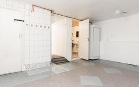 Kodinhoitohuone/takkahuone, jossa takkavaraus